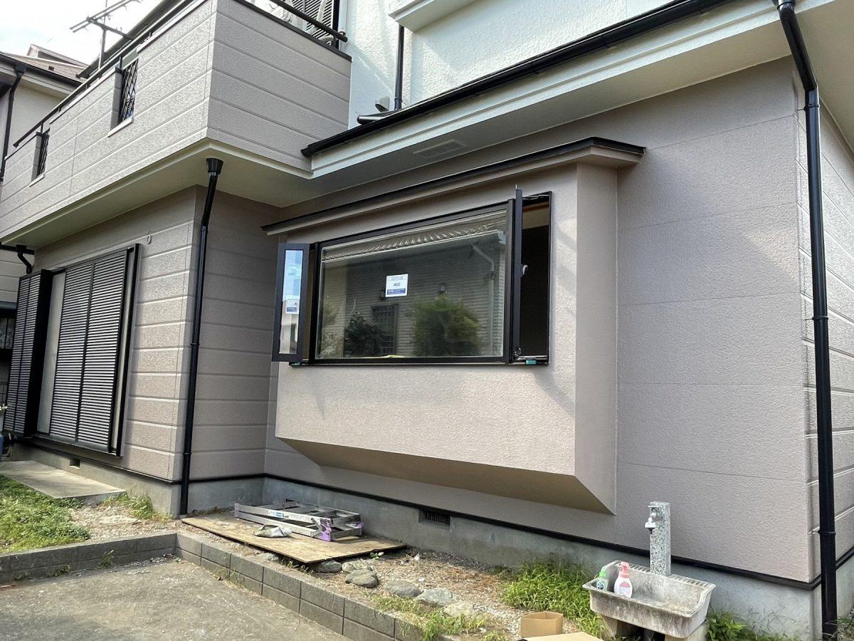 掃き出し窓を腰窓に変更し、断熱効率もアップ 外壁は塗り替えを