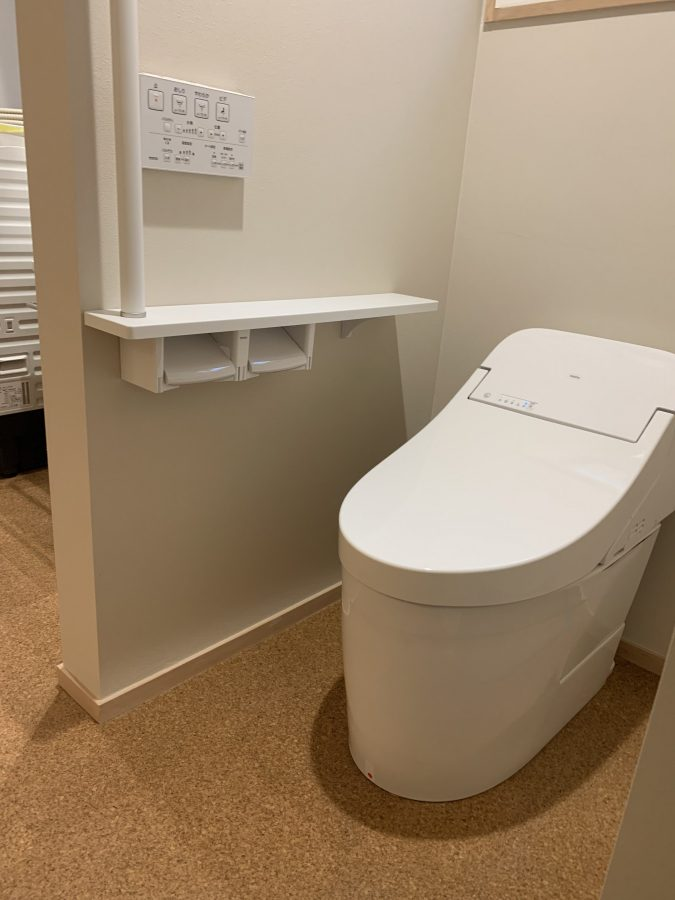 もともとあった段差をなくし、扉を無くした新しいトイレ