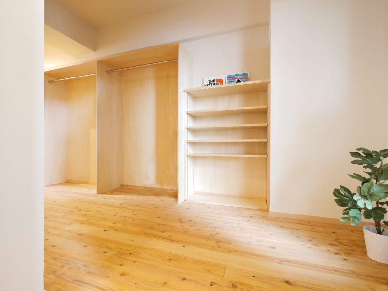 リノベーションで開放的な空間になった玄関スペース