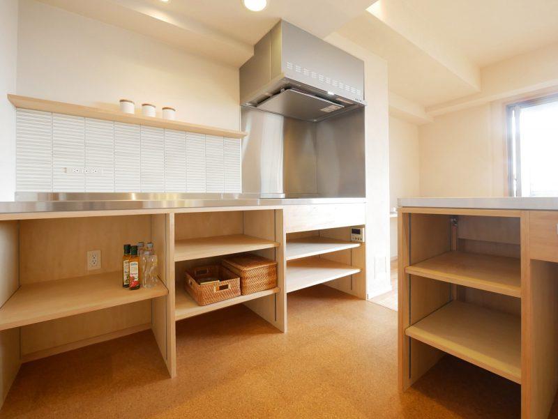 キッチンの収納棚は用途によって可変できます