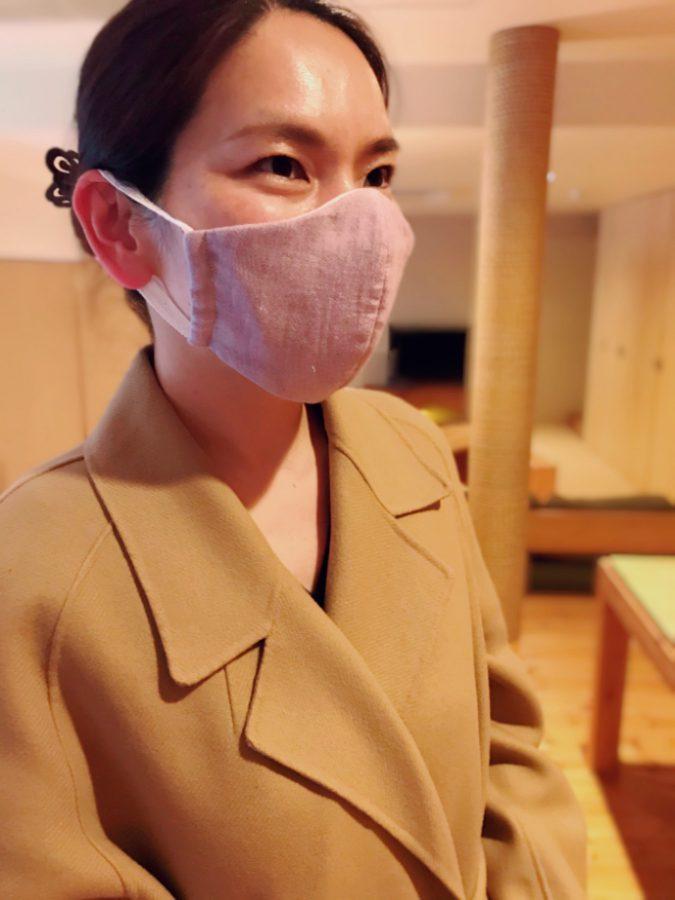 坂内先生が引いた線の美しさは洋服だけではなくてマスクでも。