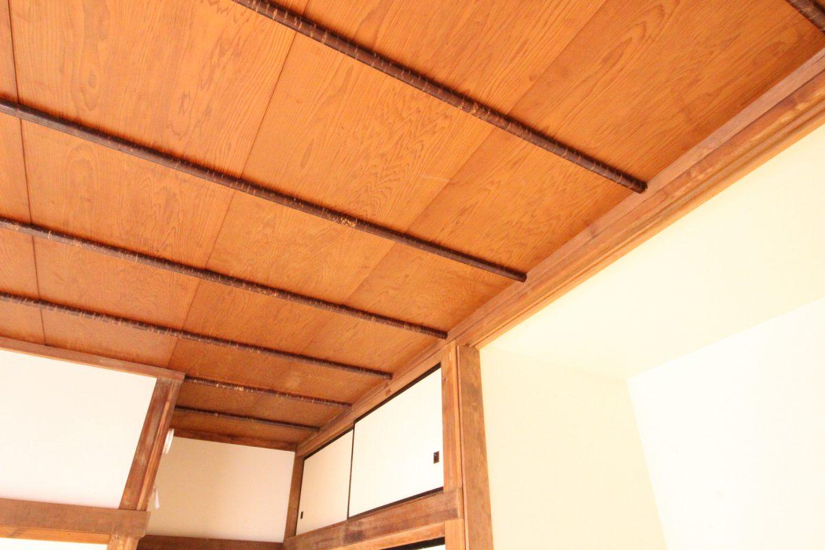 古い天井はそのままに