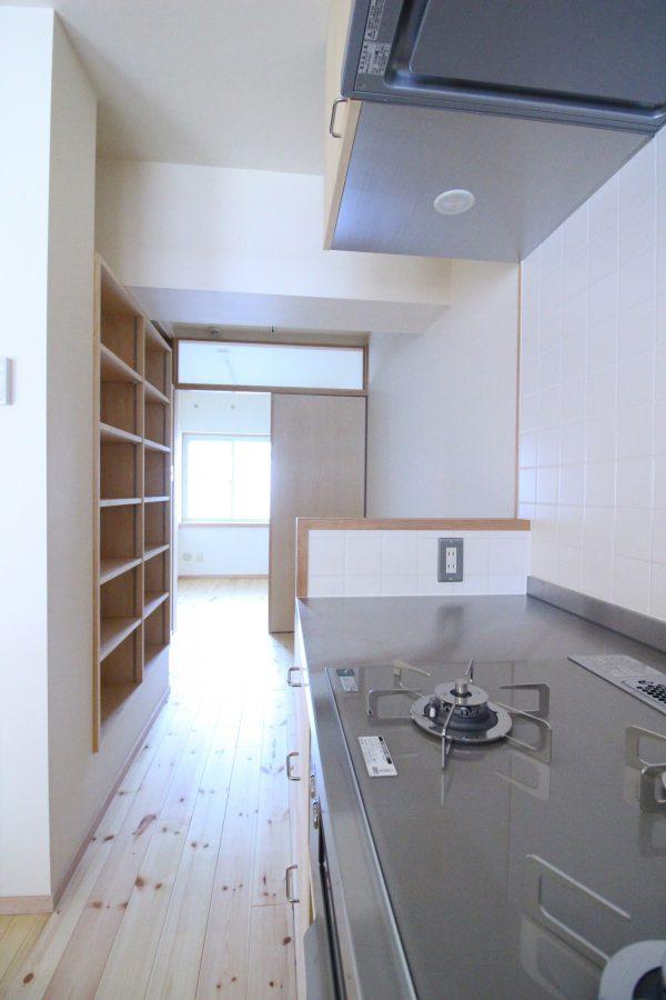 そしてキッチンの奥にも空間が続く