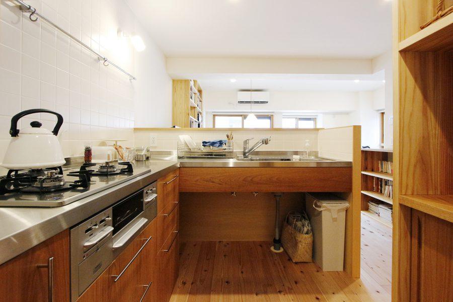 新しいキッチンは広々として使い易そうです