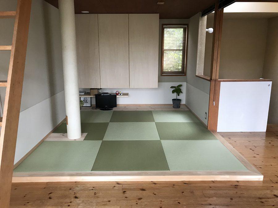 施工後 畳は湿気がこもらないようスノコ状に敷いた板の上に。段差もちょうどいい。