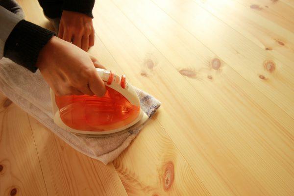 アイロンで床の修復