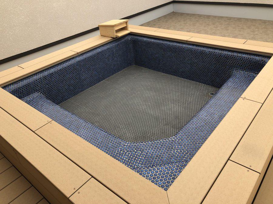 2階には露天風呂!お泊まり保育や夏の外遊びのあとに温まれます