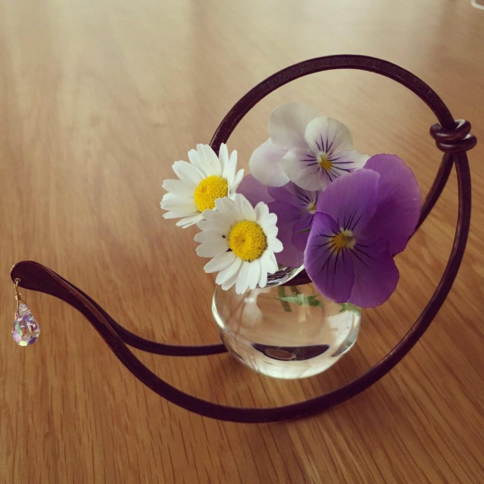 母の日にネットで購入したちいさな花瓶