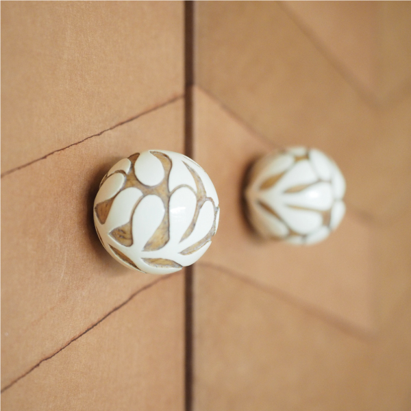 ■a-wood 富沢麻子■ 木彫のつまみ(既存の器具を付け替えて)
