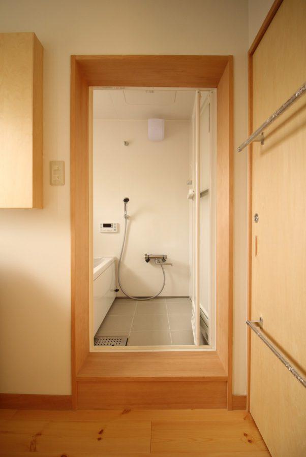 浴室も給湯器が入り広々と綺麗に、そして安全になりました。