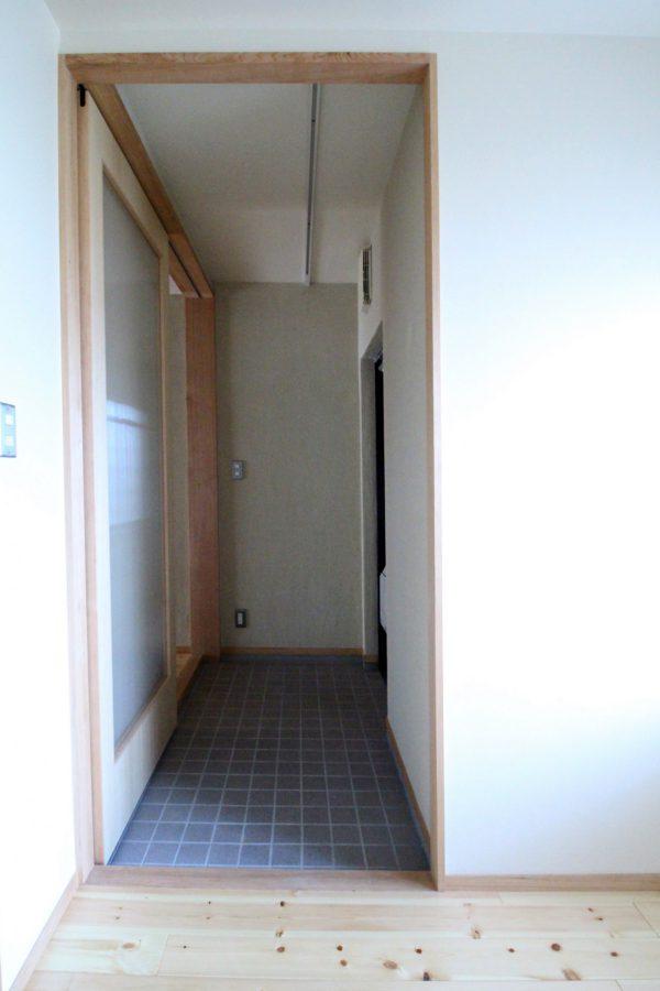 そして個室のもう一つのと戸を開けると、玄関に戻ってきました