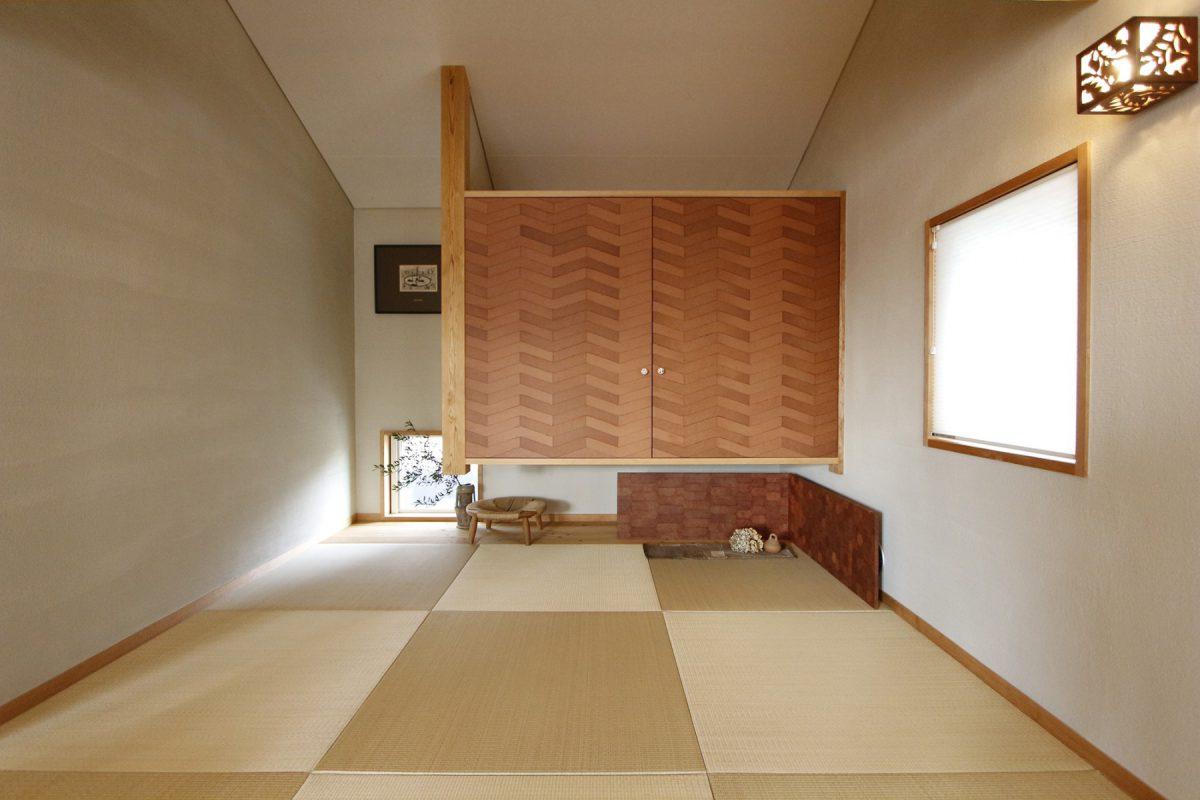 和室の建具にはるとぐっと個性的な空間に