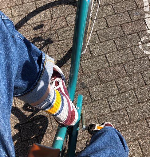 可愛い靴下とともにサイクリング