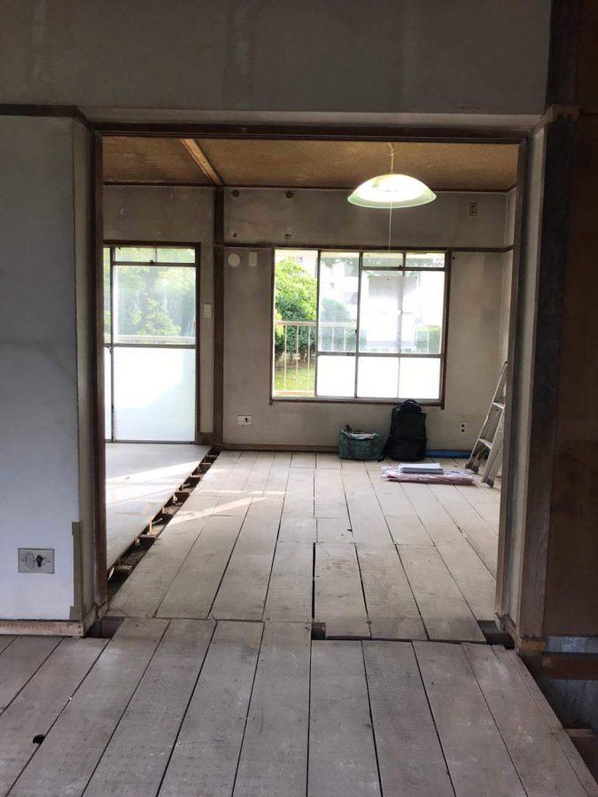 RCの躯体以外の壁を取り除いたところ。床は躯体が無かったので木の下地を残して補修しました