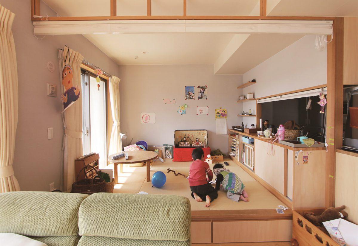 台所から視線が届く小上がり畳コーナー