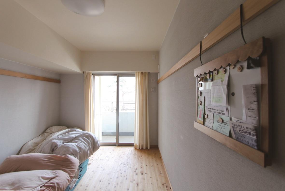 寝室も床、壁、天井を自然素材に。長押も素敵です。