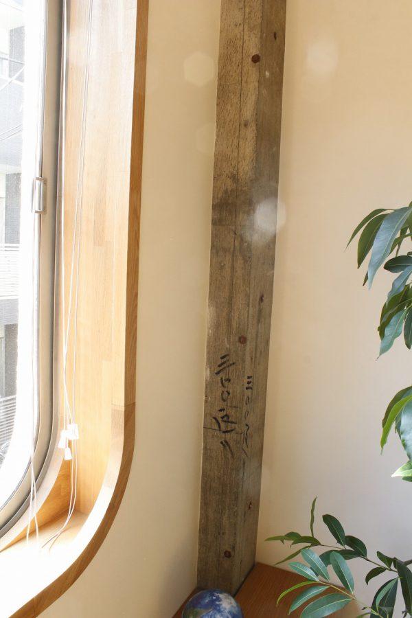 ブラインドがおさまるアールの窓