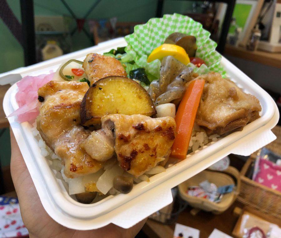 お野菜たっぷりのお弁当♡ 出来たてを用意してくださいました…あったかい。