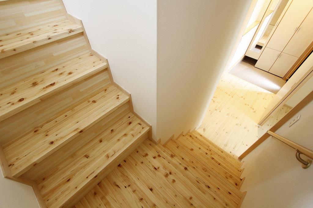 階段の形状も変更しました