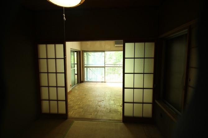 1階before せっかくの光が届かない暗い部屋でした