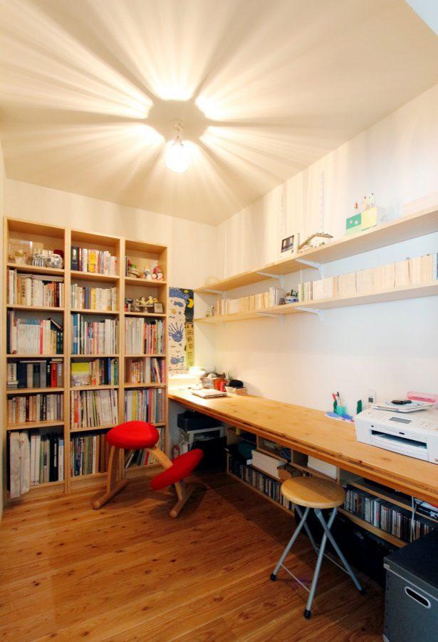 ちょっと作業したいときにこもれる書斎
