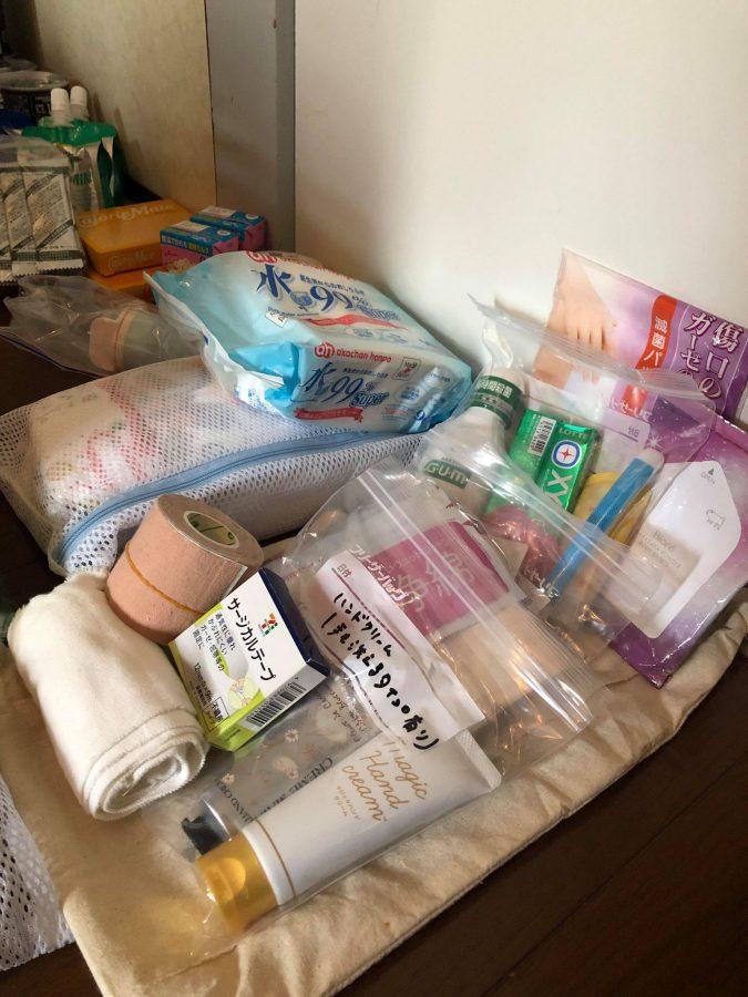 赤ちゃんグッズと衛生用品。ガムは水がなくても口をさっぱりしたいときに。